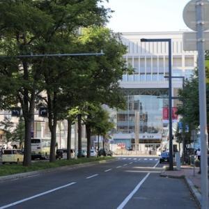 駅前通から見る札幌駅