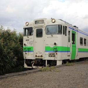 本中小屋駅に到着する普通列車(キハ40 402)