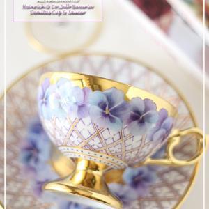 まるで美術品♪パンジーの花輪をあしらったカップ&ソーサー♪<◆生徒様作品集◆>