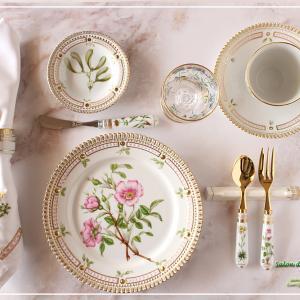 【1】沢山の生徒様の作品でひとつのテーブルを♪西洋の植物画のテーブル♪<◆生徒様作品集◆>