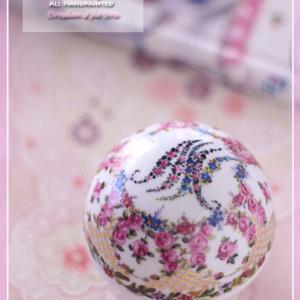 薔薇や小花の花文字♪オリジナルデザインでドレスデン風の蓋物♪<◆生徒様作品集◆>