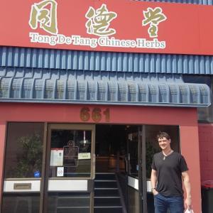 中国ハーブ店で漢方調達。