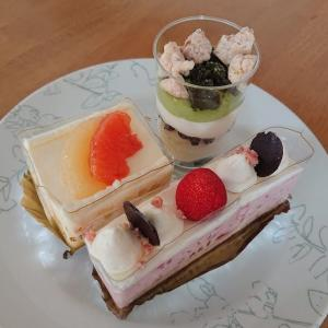 いちごクリスピー、パンプルフロマージュ、抹茶のパルフェ/六花亭