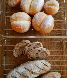 ライ麦と全粒粉のレーズン・ナッツ入りパン & ブレッチェン