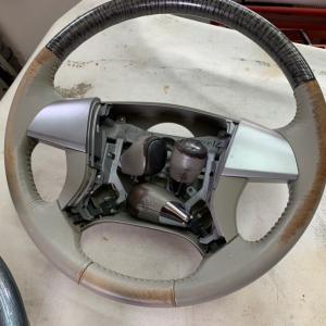 トヨタ エスティマ ステアリング2本シフトノブ3個補修、塗装
