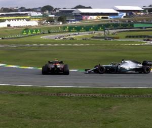F1ブラジルGP:ハミルトンに5秒加算のペナルティ、アルボンとの接触の件で