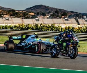 【動画】6度のF1王者L.ハミルトンと9度のMotoGP王者V.ロッシがマシンを交換してバレンシアを走行