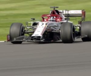 F1イギリスGP:ホーナー&ウォルフ「ピレリタイヤバースト祭りの原因はライコネンのデブリかも」