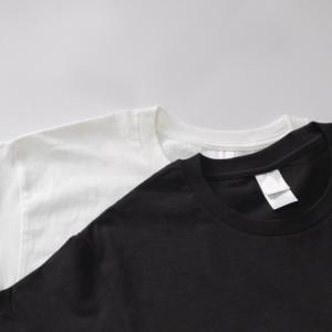 男性ミニマリストのファッションで白Tシャツを選ぶのは難しい理由