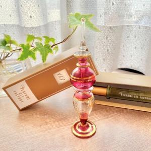 ガラス香水瓶とオイル香水