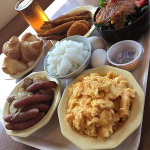 【画像】デブの朝食の量がとんでもないことになってる件wwww