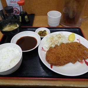 【画像】定食の味噌汁の位置がおかしい飲食店wwwwww