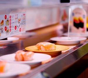 ちょっとぽっちゃり女子です。回転寿司で彼女が何皿食べたら引きますか???