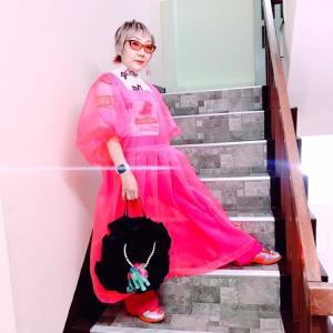 【60歳のファッショニスタ】大人気のピンクシフォンワンピース