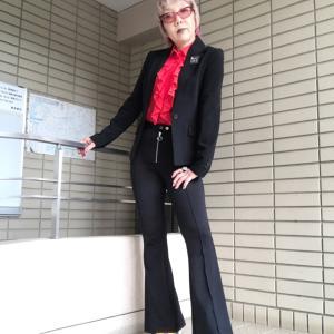 【60歳のファッショニスタ】私の黒スーツコーデ