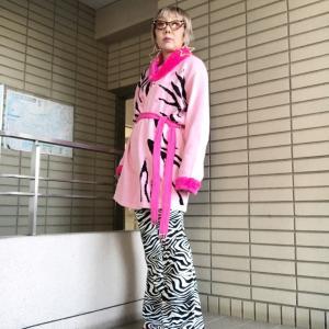 【60歳のファッショニスタ】ガウン風カーディガンでアメリカンスタイル