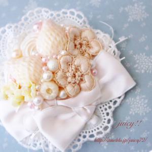 【までみゅ〜Web Shop♪】スズランのお花も添えてアイボリーなコサージュ♪