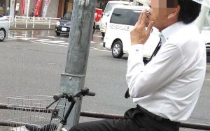 ロードバイクに禁煙車を義務づけよ