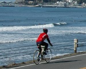 ロードバイクの海岸走行を禁止せよ