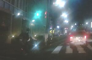歩道から車道に進路変更する自転車を追放せよ