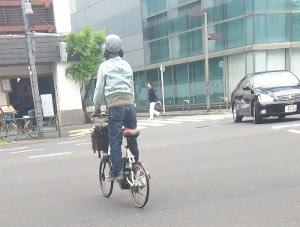 競技用自転車に立ち乗りを義務づけよ