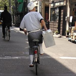 ロードバイクに「岡持ち」を義務づけよ