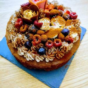 チューリップローズ飾ってみた♪久々のケーキ作り&ともえ庵のたい焼きとミルクレープ「カサネオ」