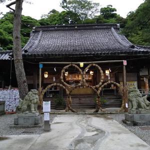 夏詣♪石浦神社の五輪の茅の輪~鈴を吊る軒ふかく梅雨ぐもり