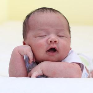 真夏に赤ちゃんに着せる肌着どうしていますか?