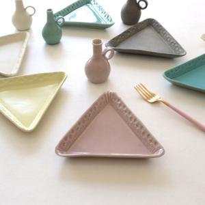 梶山 友里さんの作品「花の三角皿」が届きました。