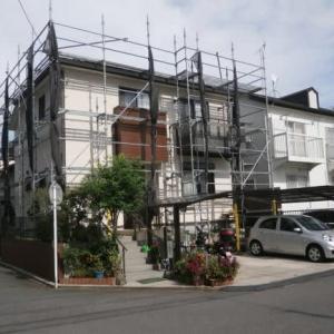 外壁と屋根の塗装が終わり建物外観が新築時なみになりました