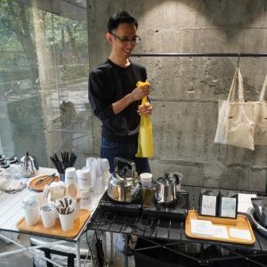 展示会のおもてなし、コーヒー、日本茶、チョコレート、バブルガム