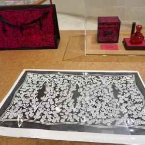「資生堂唐草原画展」、描版師・薄希英さん、細密で繊細な原画にびっくり!、手描きとは