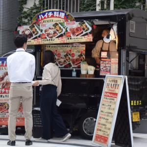 渋谷ヒカリエのそばに出来た新設通路でハイチ料理のキッチンカーを初めて見かけた!