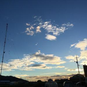 久々の澄み切った青空の日の出