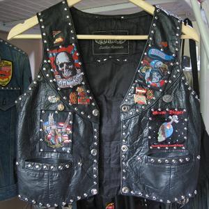 メタル・ファッション:【バトルジャケット制作】ボロボロだったヴィンテージ・レザーベストがガチガチのバトルジャケットになるまでの話