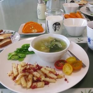 コンビーフポテトと餃子スープ