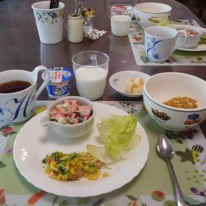 ポールウインナのサラダ&豆苗とベーコンの卵とじ