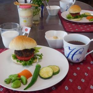 ハンバーガーで朝ごはん