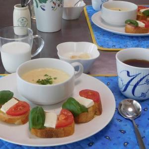 バケットピザとイタリアンたまごスープ