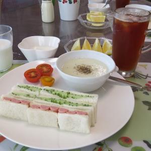 きゅうりのサンドイッチと淡路島玉ねぎのすり流し