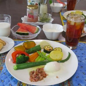 季節の野菜のアンチョビ温泉卵ソース