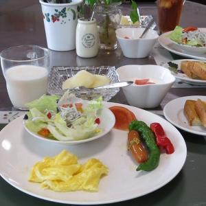 しらすのレタスサラダとスクランブルエッグ