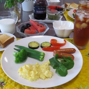 スクランブルエッグとウインナと野菜たち