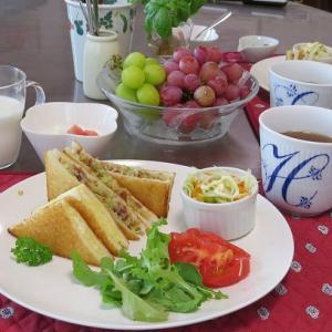 トーストサンド2種、コンビーフキャベツとタマゴチーズ