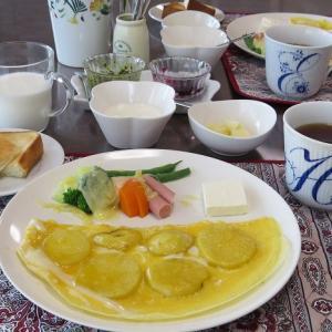 ポテトの卵とじとゆで野菜のラクレット