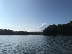 精進湖上より