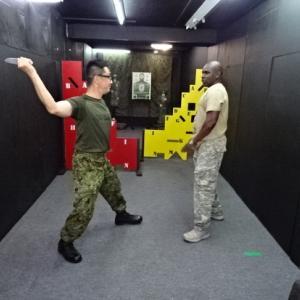 なぜか射場でナイフ格闘談議