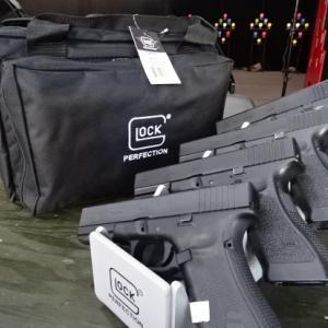 グロック社製拳銃4挺用レンジショルダーバック入荷しました