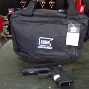 グロック社製拳銃4挺用レンジショルダーバック再入荷しました!